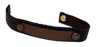 Bracelet bicolore en cuir marron ouvert