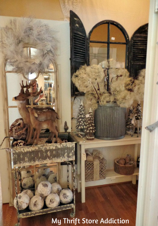 Smitten mythriftstoreaddiction.blogspot.com Gorgeous farmhouse Christmas display