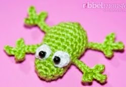 http://ribbelmonster.com/amigurumi-crochet-small-frog-froggy