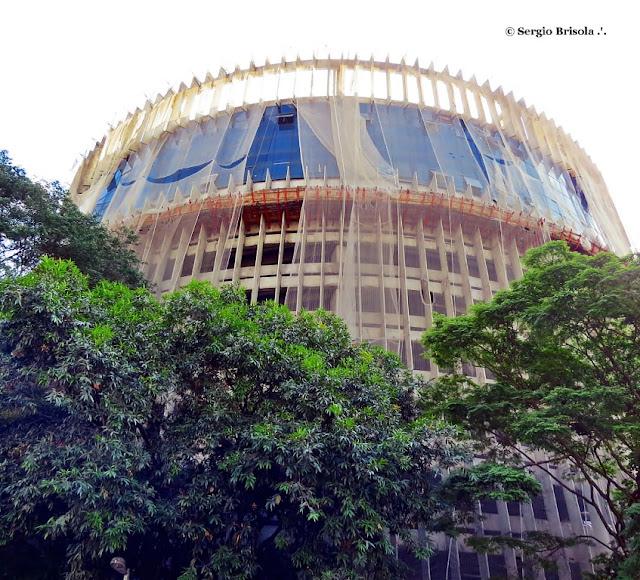 Vista ampla do edifício do Poupatempo Luz - Garajão do DEIC - Luz - São Paulo
