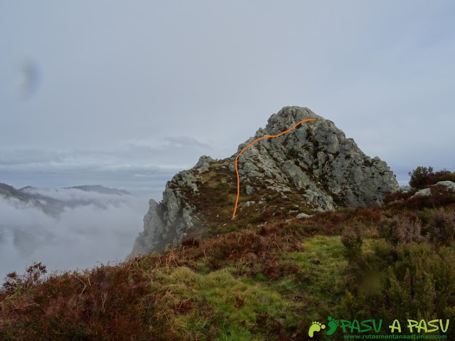 Ruta al Pico Castillo y la Rozada: Zona superior del Pico Castillo