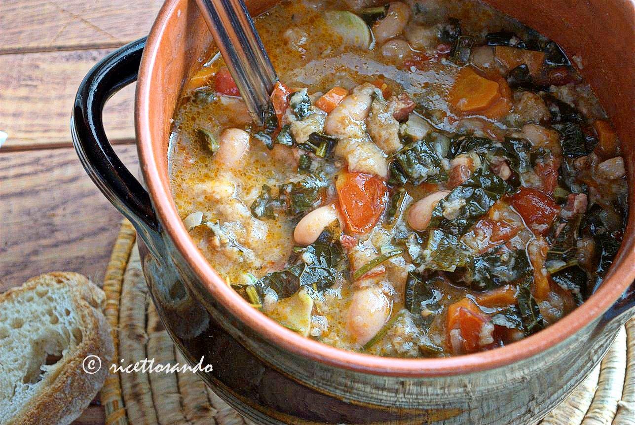 Ribollita toscana ricetta zuppe tradizionali aggiungiamo i fagioli e lasciamo cuocere almeno un paio d'ore