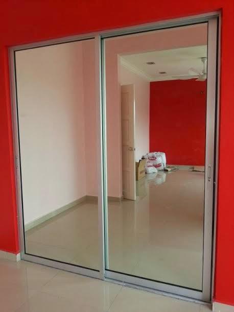 Dan Ni Sliding Door Dekat Bilik Tidur Utama Kalau Rumah Sepupu Aku Dia Pilih Yang Versi Cermin Pantulan Kan Dapur