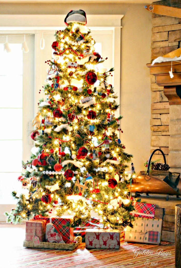 Rustic Ski Lodge style Christmas tree with DIY plaid ornaments - www.goldeboysandme.com
