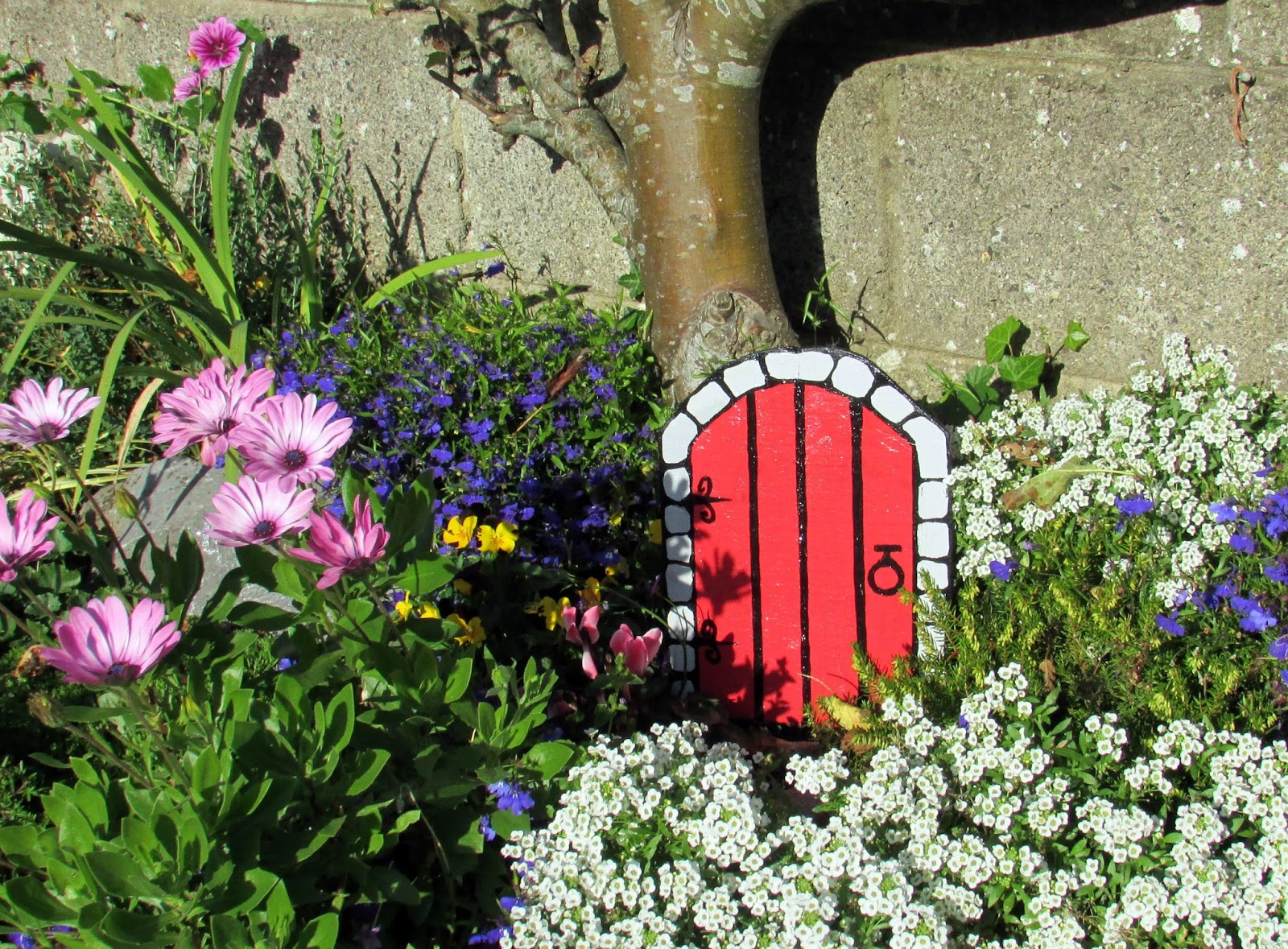 Fairy doors fairy gardens fairy doors for Outdoor fairy door