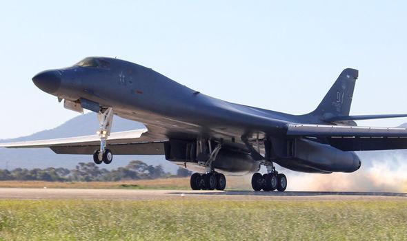 O governo de Pyongyang diz que se reserva o direito de abater os bombardeiros americanos, mesmo se não estiverem no espaço aéreo no norte-coreano.