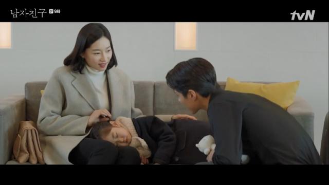 Hyun meninggalkan pesta setelah ciuman tahun baru mereka Sinopsis Encounter Episode 9