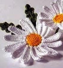 http://susanableile.blogspot.com.ar/2014/08/como-tejer-margaritas-en-crochet.html