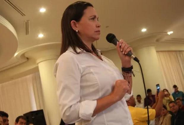 Machado: No se puede negociar con miembros de carteles y líderes paramilitares