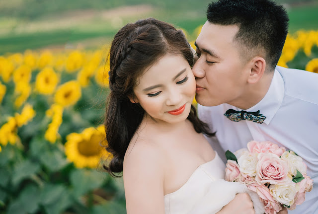 "The Thai ""sniff kiss"": a cultural alternative to public displays of affection"