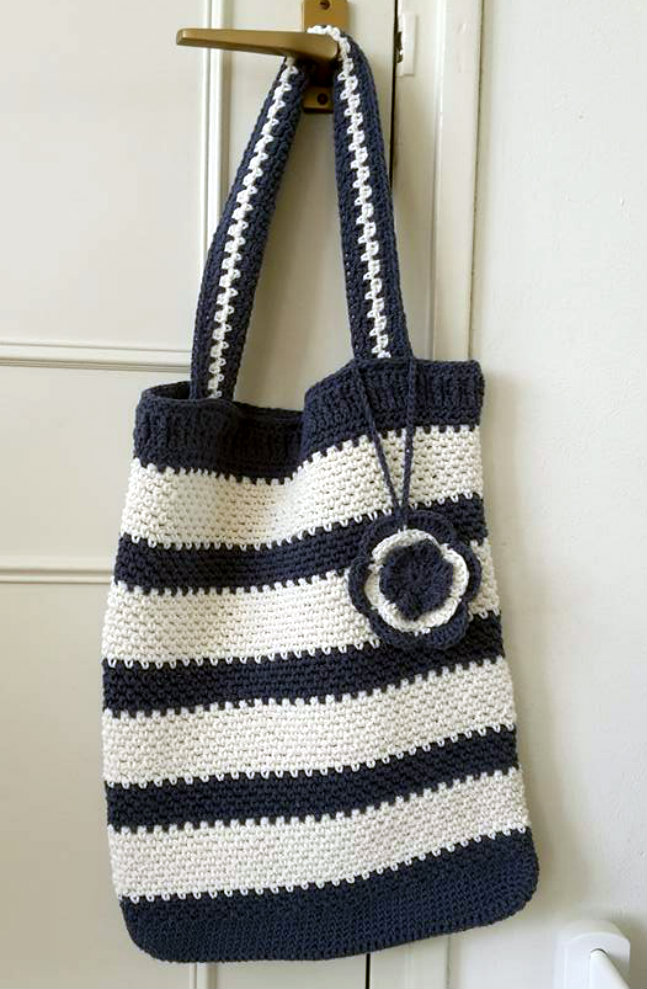 Crochet grocery bag (photo by Baukje) | Happy in Red
