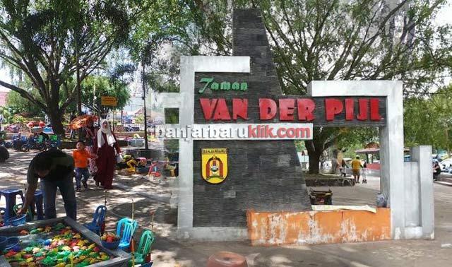 Taman Van Der Pijl Banjarbaru punya daya tarik tersendiri. Potensi inilah yang dilirik banyak pedagang kaki lima (PKL) untuk berjualan di ruang terbuka hijau ini. Akan tetapi, tidak semua pedagang bisa sembarang berjualan di lokasi ini. Ada syarat yang harus dipenuhi.