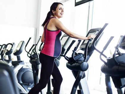 mujer embarazada ejercicio físico