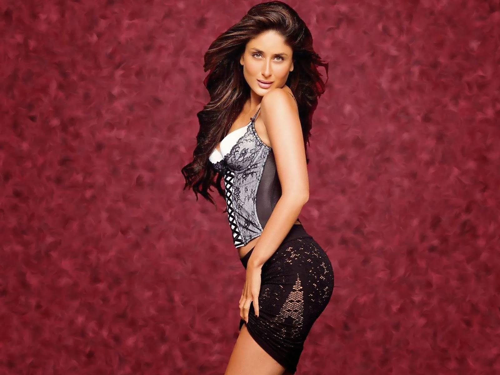 Kareena Kapoor Hot Sexy Bikini Bra Panty Cleavages -8931
