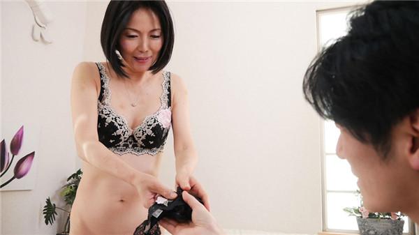 UNCENSORED Pacopacomama 111718_377 パコパコママ 111718_377 奥さん、今はいてる下着を買い取らせて下さい!~魅惑の黒のTバック~, AV uncensored