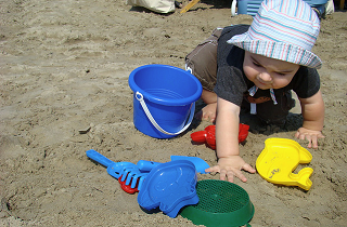 Image: I have tons of cool sand toys, by Emmanuelle Bourgue on Flickr