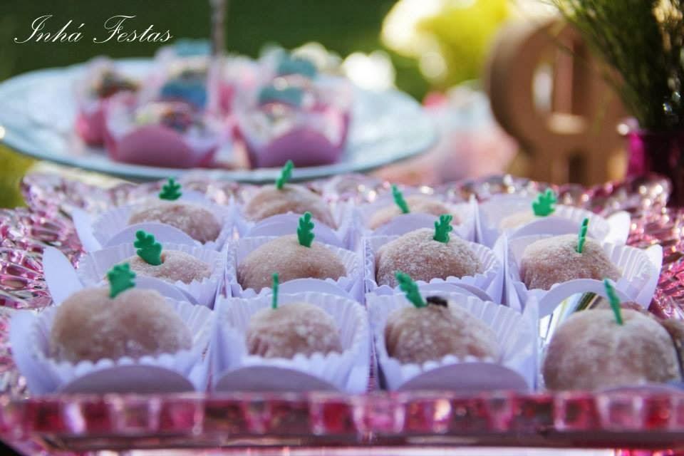 festa-decoracao-romantica-mesa-bolo-doces-1