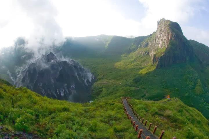 Mendaki ke Puncaknya Gunung Kelud - JDlines.com