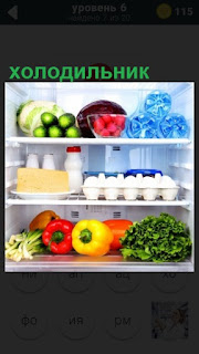 в холодильнике на полках расположены некоторые продукты питания