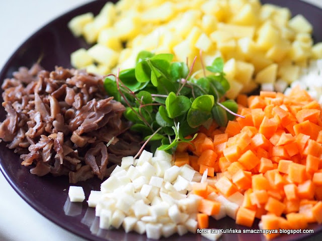zupa warzywno grzybowa , jarzynówa , z grzybami , zupa grzybowo jarzynowa , krążkownica wrębiasta , szczawik zajęczy , zupa błyskawiczna , obiad , grzyby , kuchnia polska , domowe jedzenie