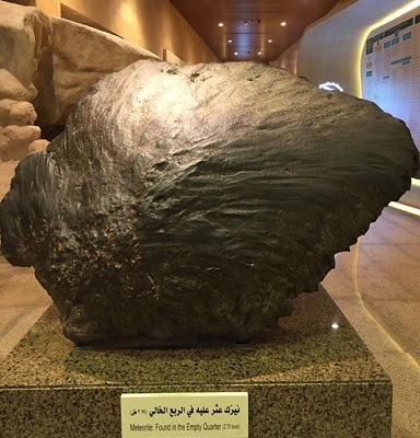 Meteorit yang dipamerkan di museum