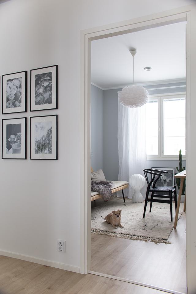 tauluseinä, villa h blogi, työhuoneen sisustus, flos gatto, y-tuoli