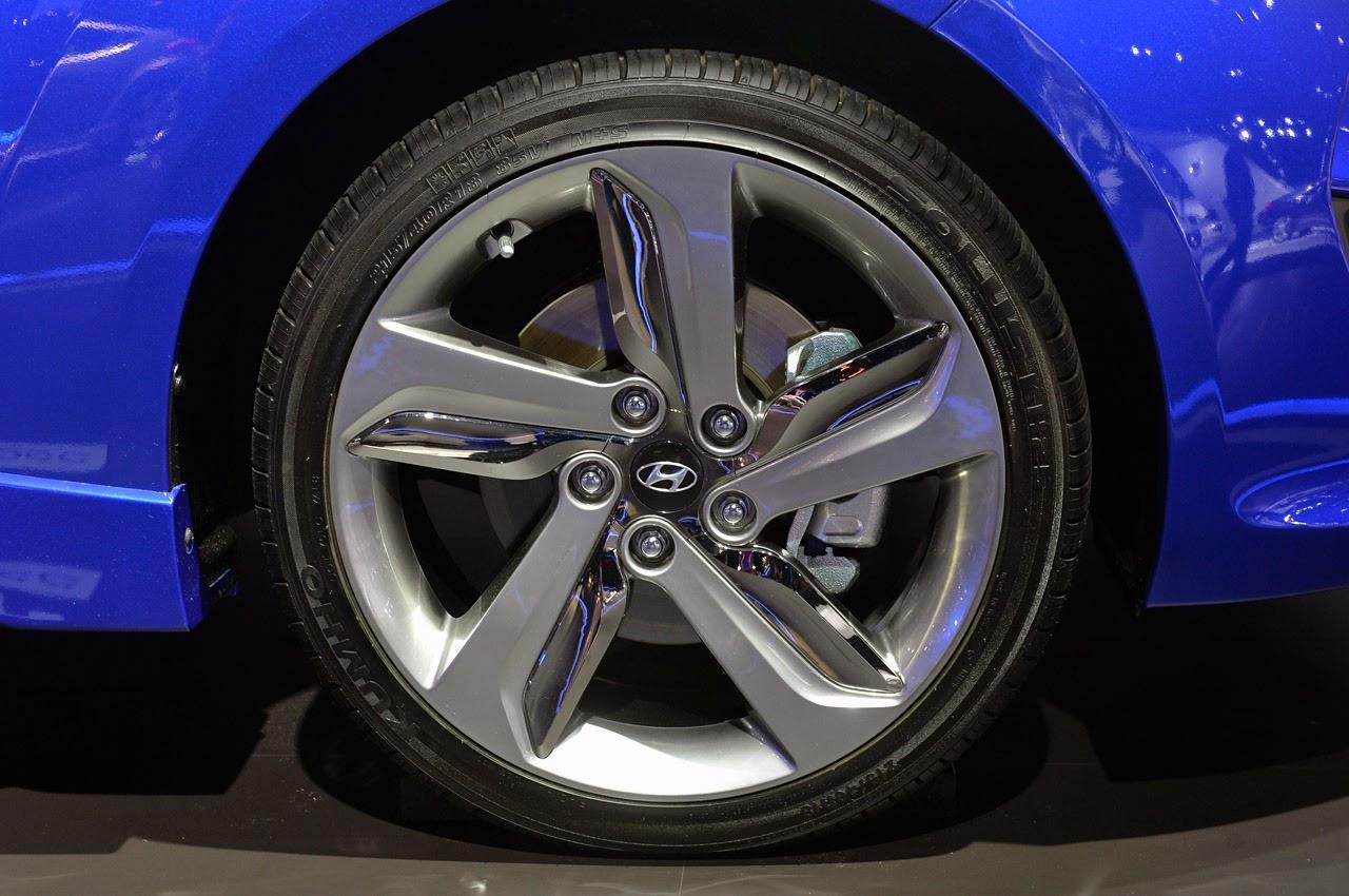 2016 Hyundai Veloster Turbo R-Spec Pictures