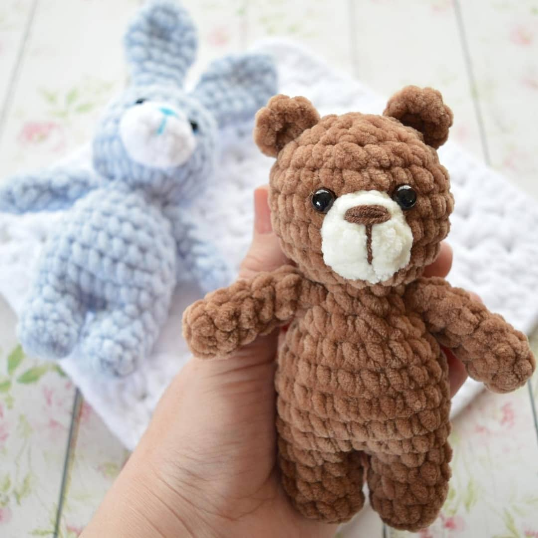 Crochet bear amigurumi from plush yarn
