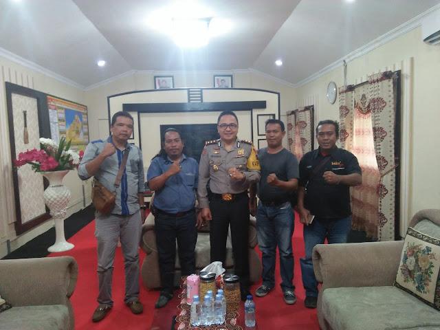 Pengurus IWO Asahan-Batubara (dari Kiri ke kanan) Muhammad Yunus, Syafruddin Yusuf, Kapolres Asahan AKBP Yemi Mandagi, Ibnu Hajar Piliang, AP Sinaga.