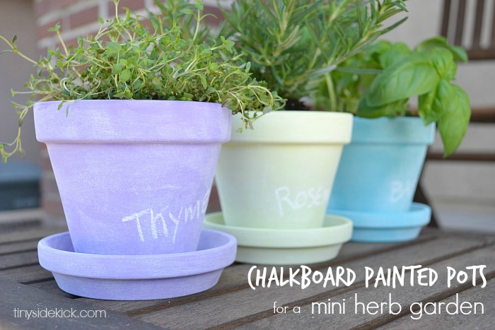 9+chalkboard painted pots for a mini herb garden 16 Spring Home Decor Projects 43