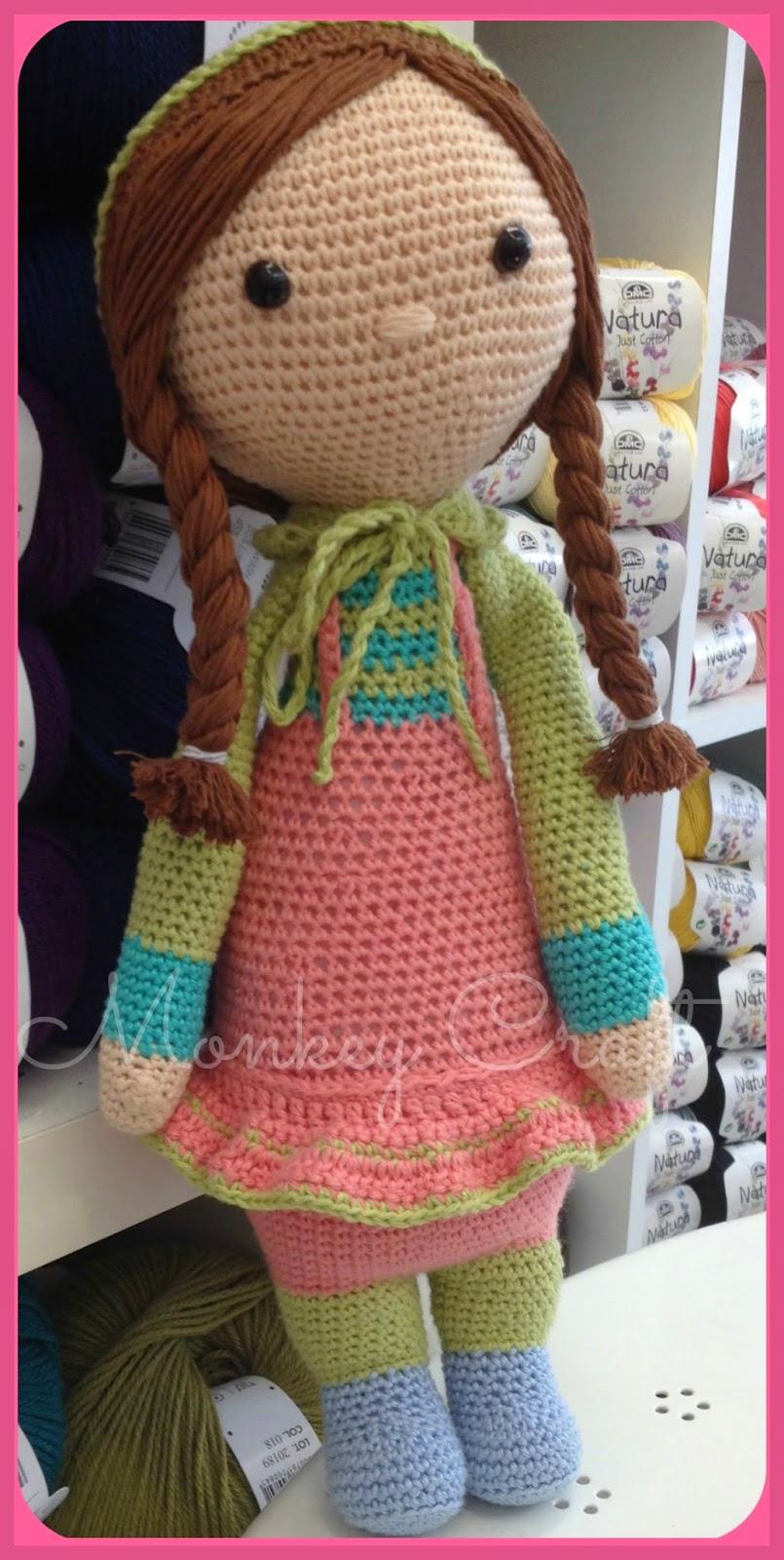 amigurumi muñeca