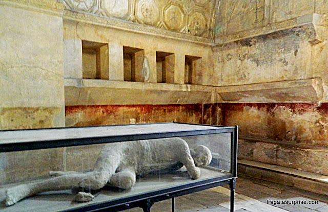 Pompeia: Moldes de gesso reconstituem os corpos dos mortos durante a erupção do Vesúvio