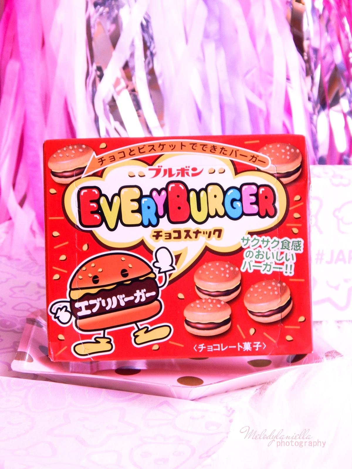 7 melodylaniella photography partybox japan candy box pudełko pełne słodkości z japonii azjatyckie słodycze ciekawe jedzenie z japonii cukierki z azji boxy z jedzeniem bourbon every burger chocolate cook
