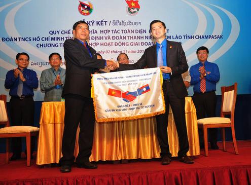 Doanh nghiệp Việt Nam đầu tư 5 tỷ USD tại Lào  - 2 11 Anh 1 Huu nghi Viet Lao 4872 1414917999 - Doanh nghiệp Việt Nam đầu tư 5 tỷ USD tại Lào