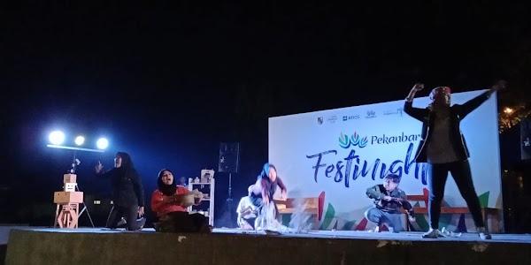 Penampilan Suku Seni Riau pada Panggung Riau Festinight