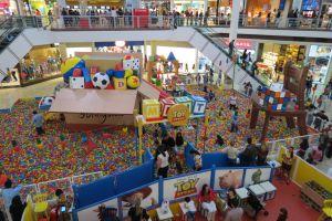 Toy Story invade mar de bolinhas no São Bernardo Plaza Shopping