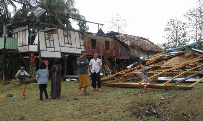 Angin Puting Beliung Porak-porandakan 4 Rumah Warga di Kajuara