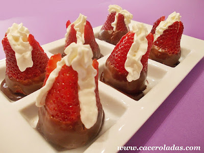 Fresas con chocolate, nata y un toque de licor