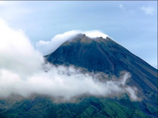 Kumpulan Gambar Pegunungan Merbabu di Magelang
