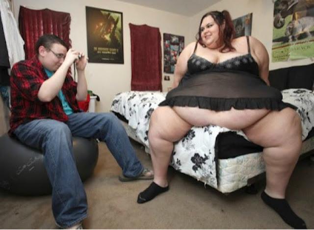 """""""Каждый лишний килограмм добавляет мне ceксyaльности"""". Провокационное заявление девушки весом 500 кг"""