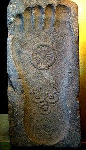 Telapak kaki Buddha. Abad-ke-1 Gandhara.