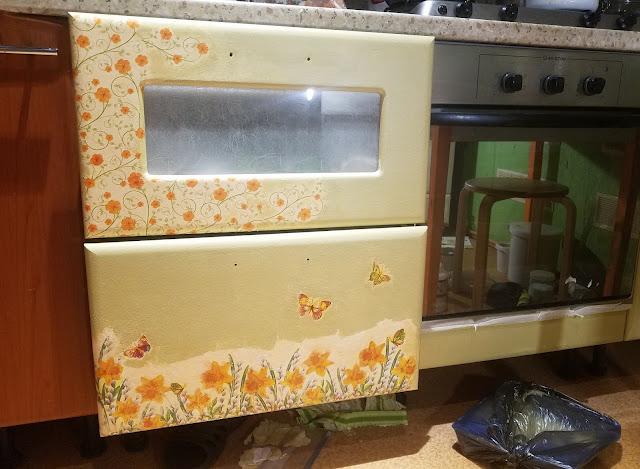 переделка покраска декупаж кухонной мебели своими руками, нижние выдвижные ящики: перекрасила, ещё задекупажила...