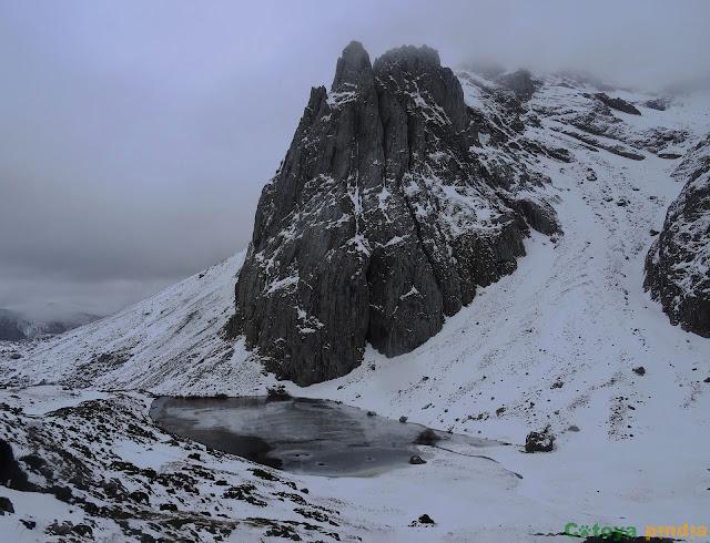 Vista atrás hacia los farallones del Pico Montihuero