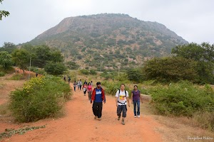 Hikers descended Maklidurga