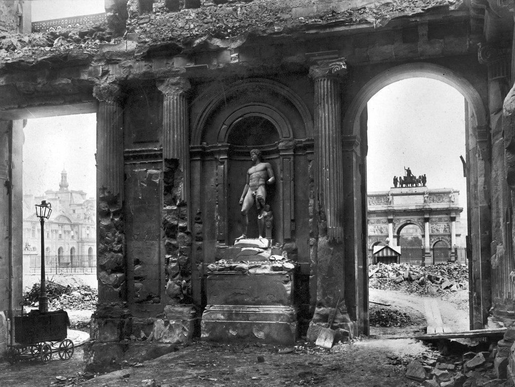 1871 - La destruction du Palais des Tuileries - Paris Unplugged