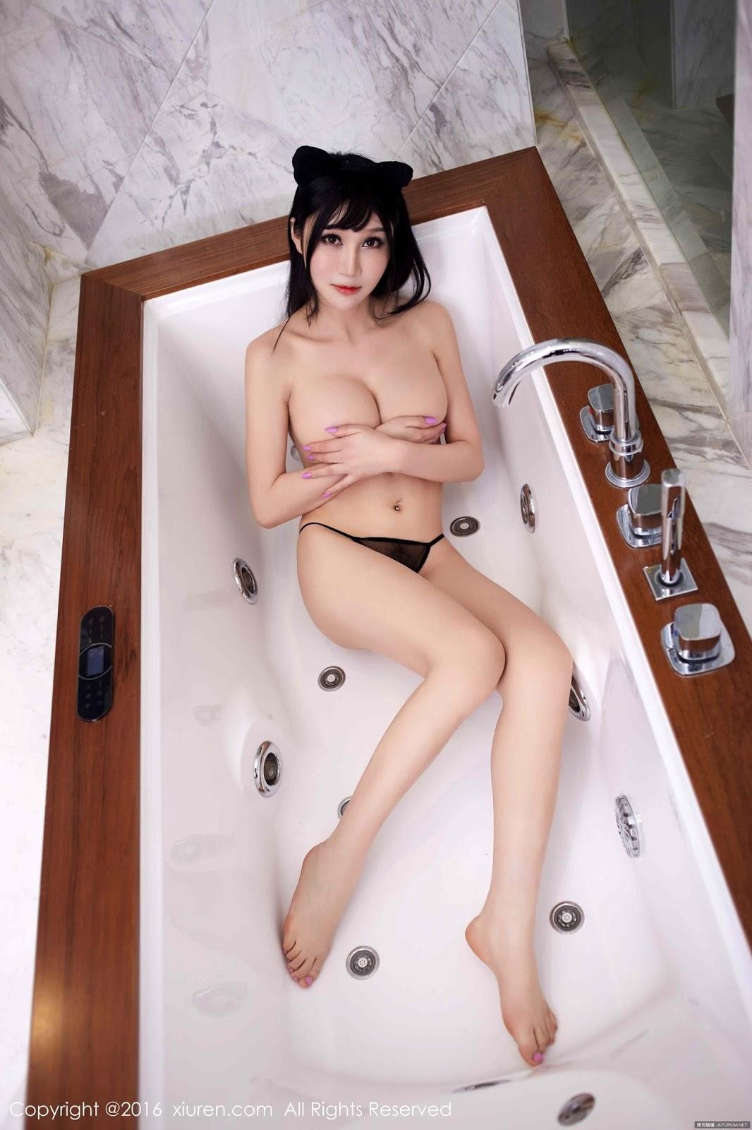 Sexy Sat Tina