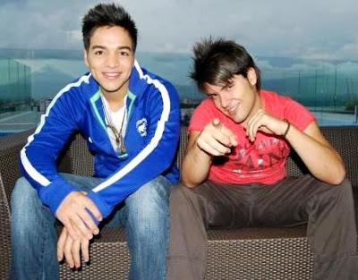 Foto de Duo Sway posando sentados