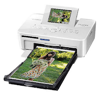 Series of photo-printers from Canon finally now appears in the body that are very portable Selphy series via CP820, by placing the device weights only reached 810 grams. Portable design with a minimalist interior, apparently the Canon Selphy CP820 also beautify it with Tilt-up screen panel LCD 2.7 inch prolific to simplify deployment settings and print activities.