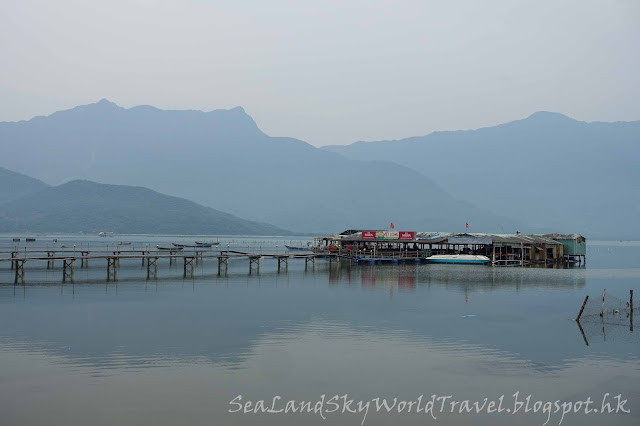 vietnam floating seafood restaurant, 餐廳Nha Hang Be Thah, tour from hue