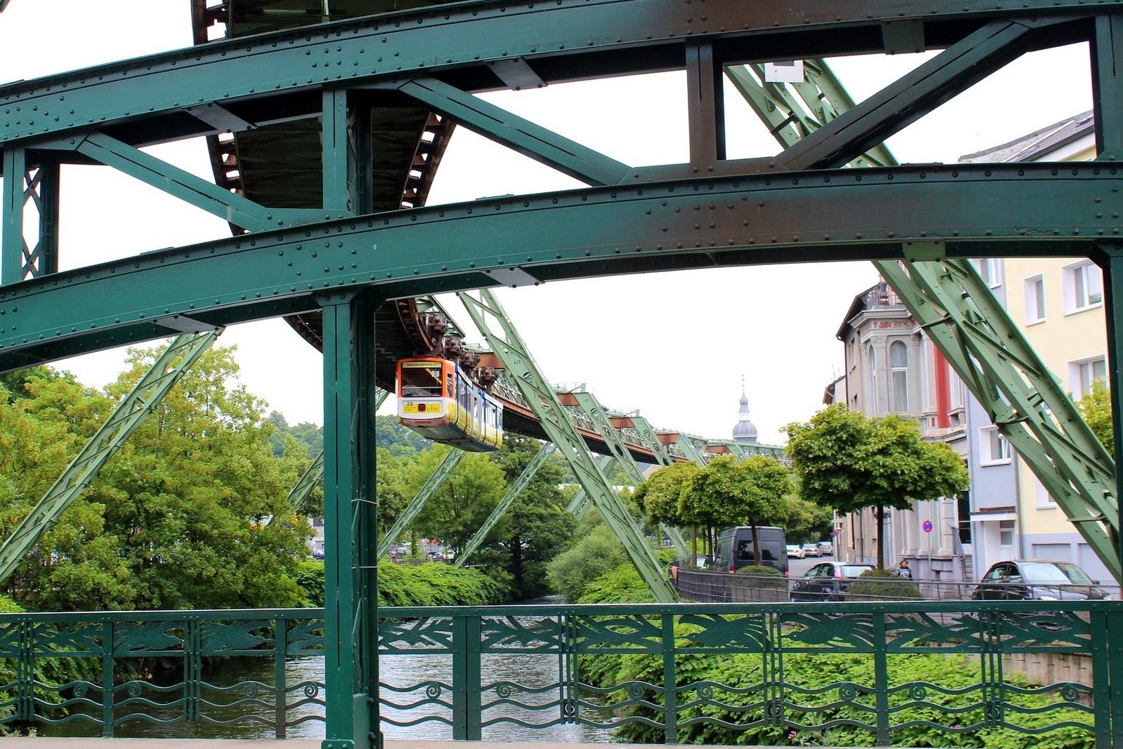 Wuppertaler Schwebebahn - atrakcja obowiązkowa!